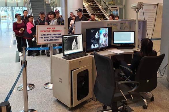 Bệnh viện Đà Nẵng cách ly 12 người bị sốt, có 4 người Việt